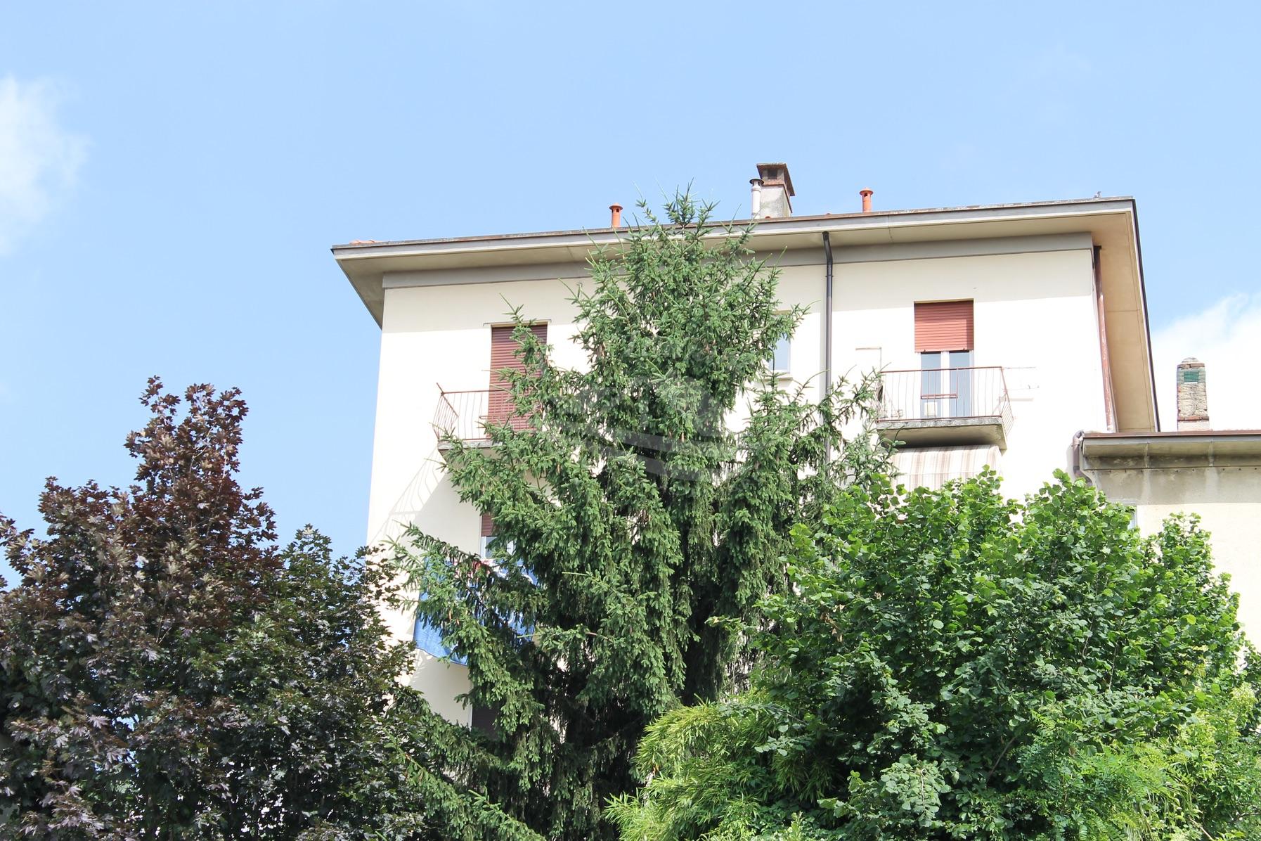 Trilocale con 2 balconi a Figino Serenza