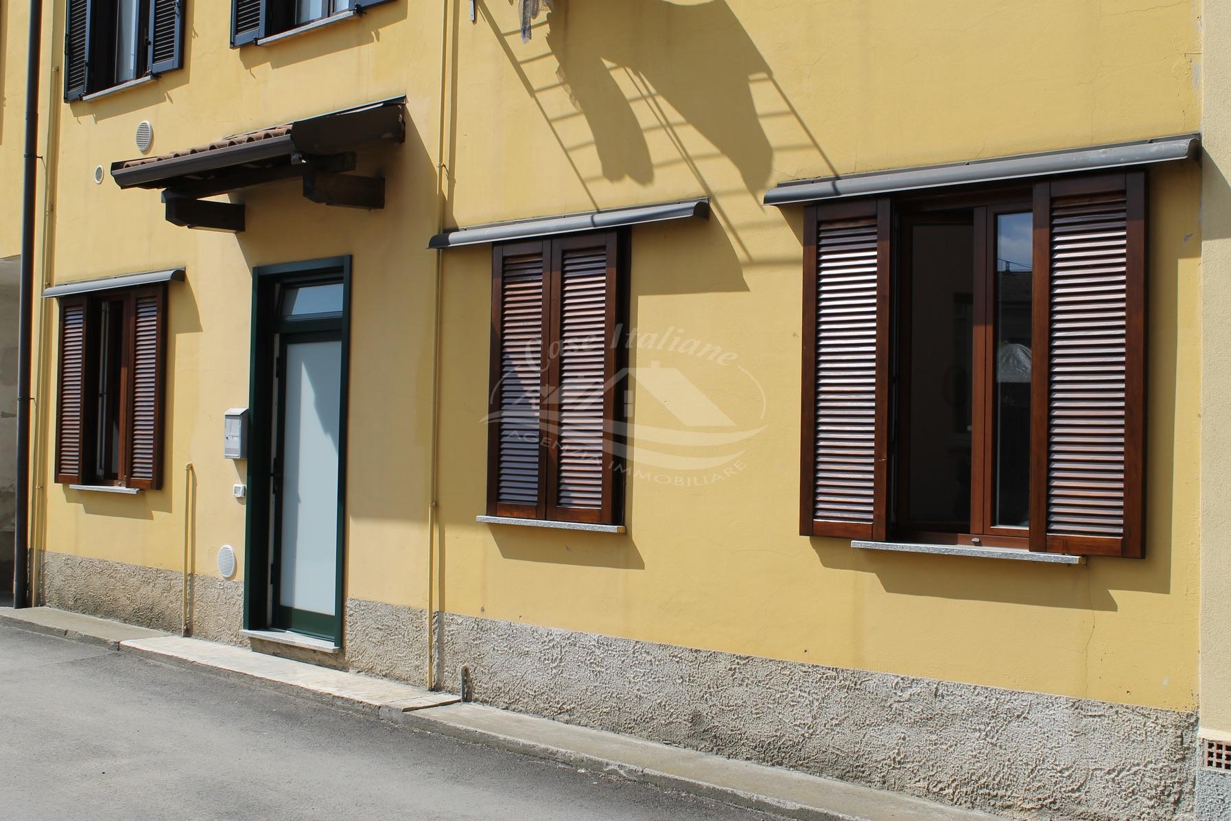 2 case italiane agenzia immobiliare cant for Case italiane immobiliare