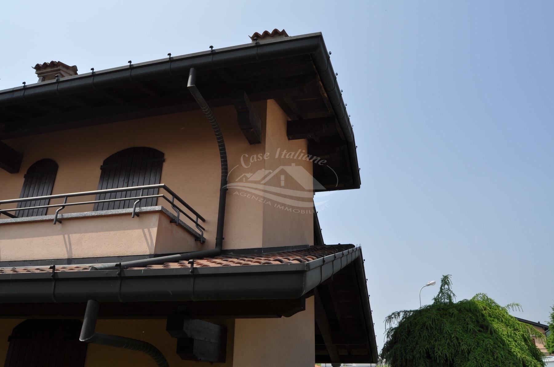 Dsc 3484 case italiane agenzia immobiliare cant for Case italiane immobiliare