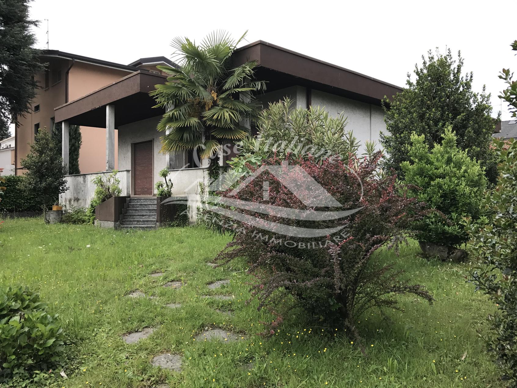 Img 5096 case italiane agenzia immobiliare cant for Case italiane immobiliare