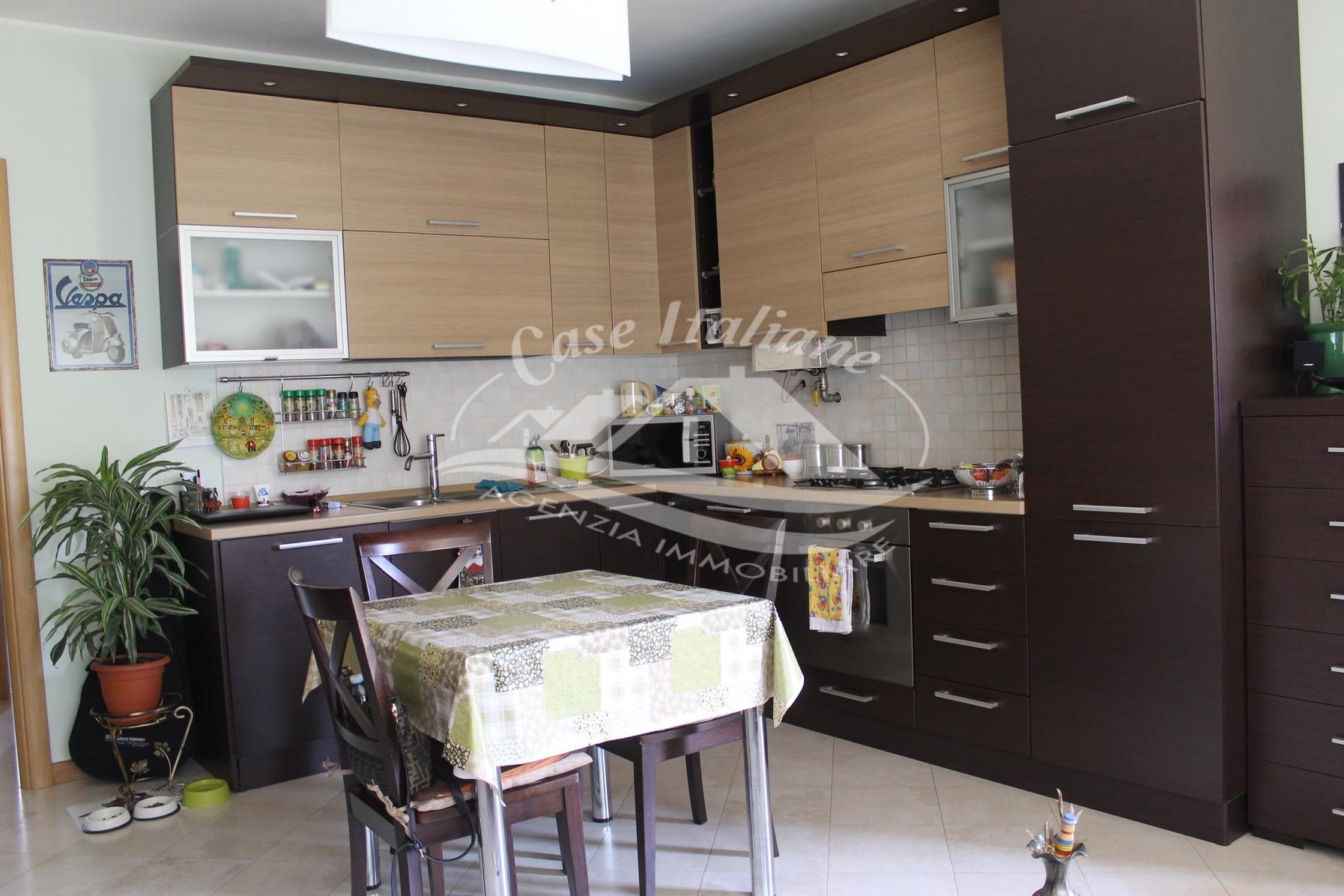 Img 7882 case italiane agenzia immobiliare cant for Negozi arredamento cantu
