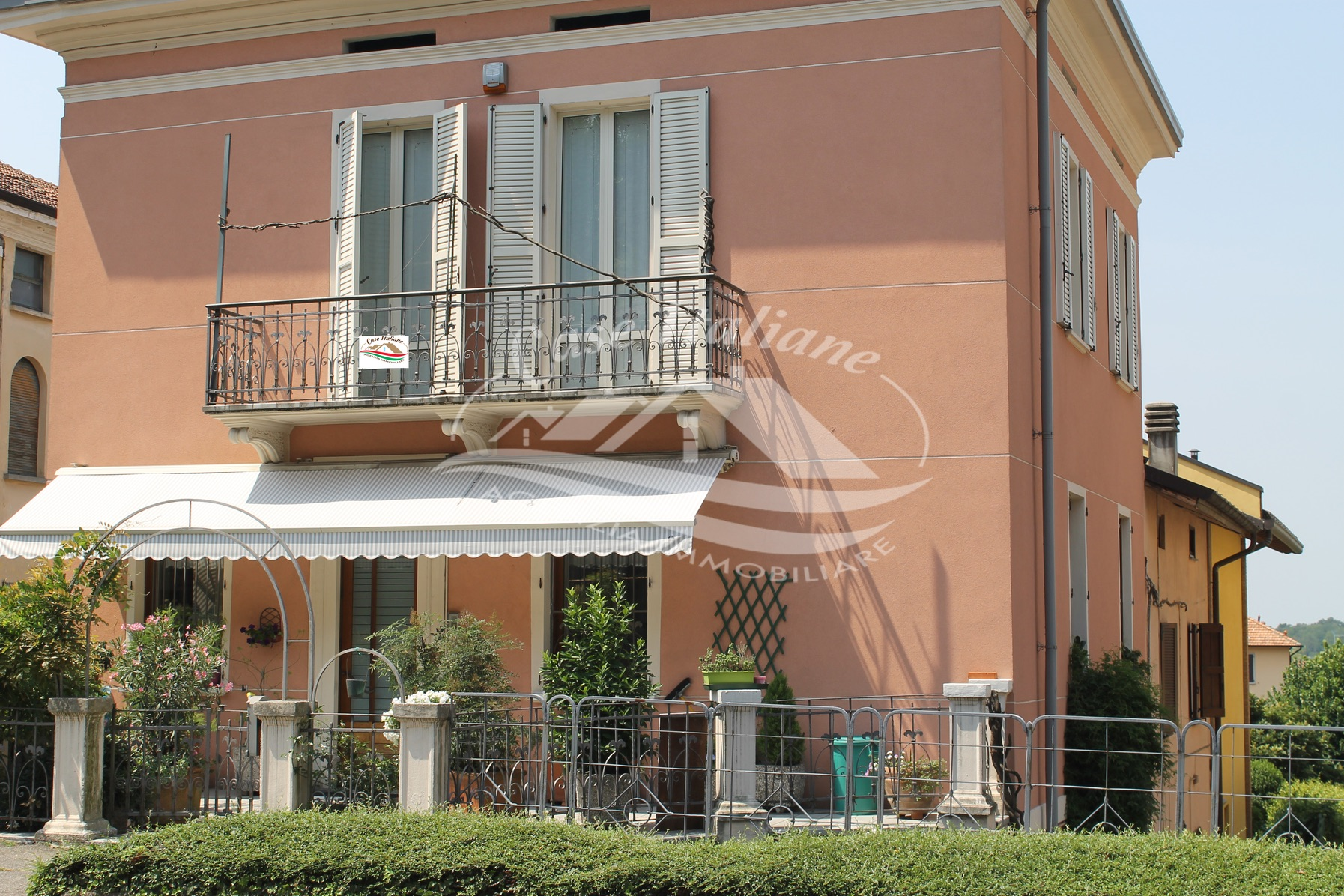 Img 8510 copia case italiane agenzia immobiliare cant for Case italiane immobiliare