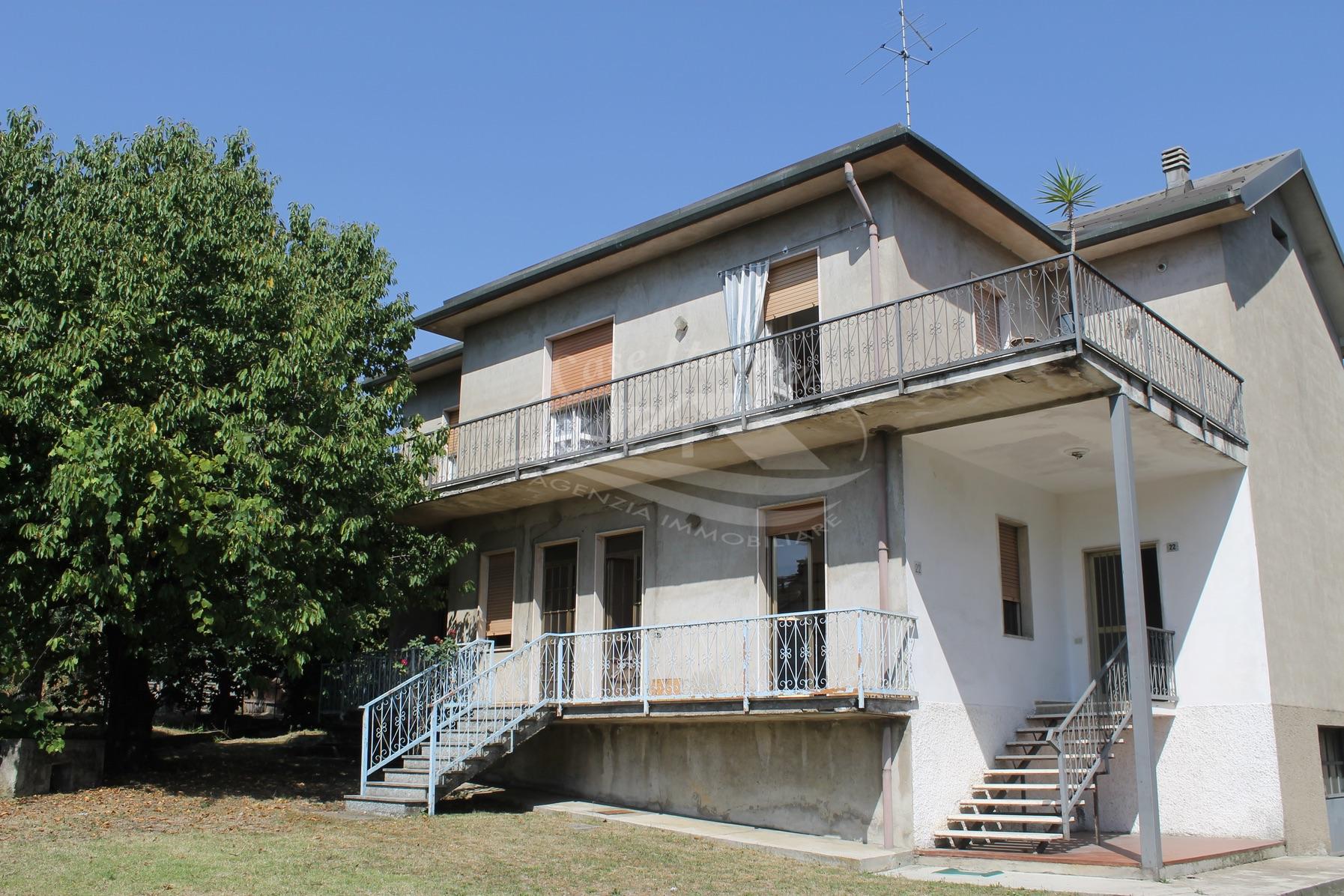 Casa indipendente con 3 appartamenti a Seveso