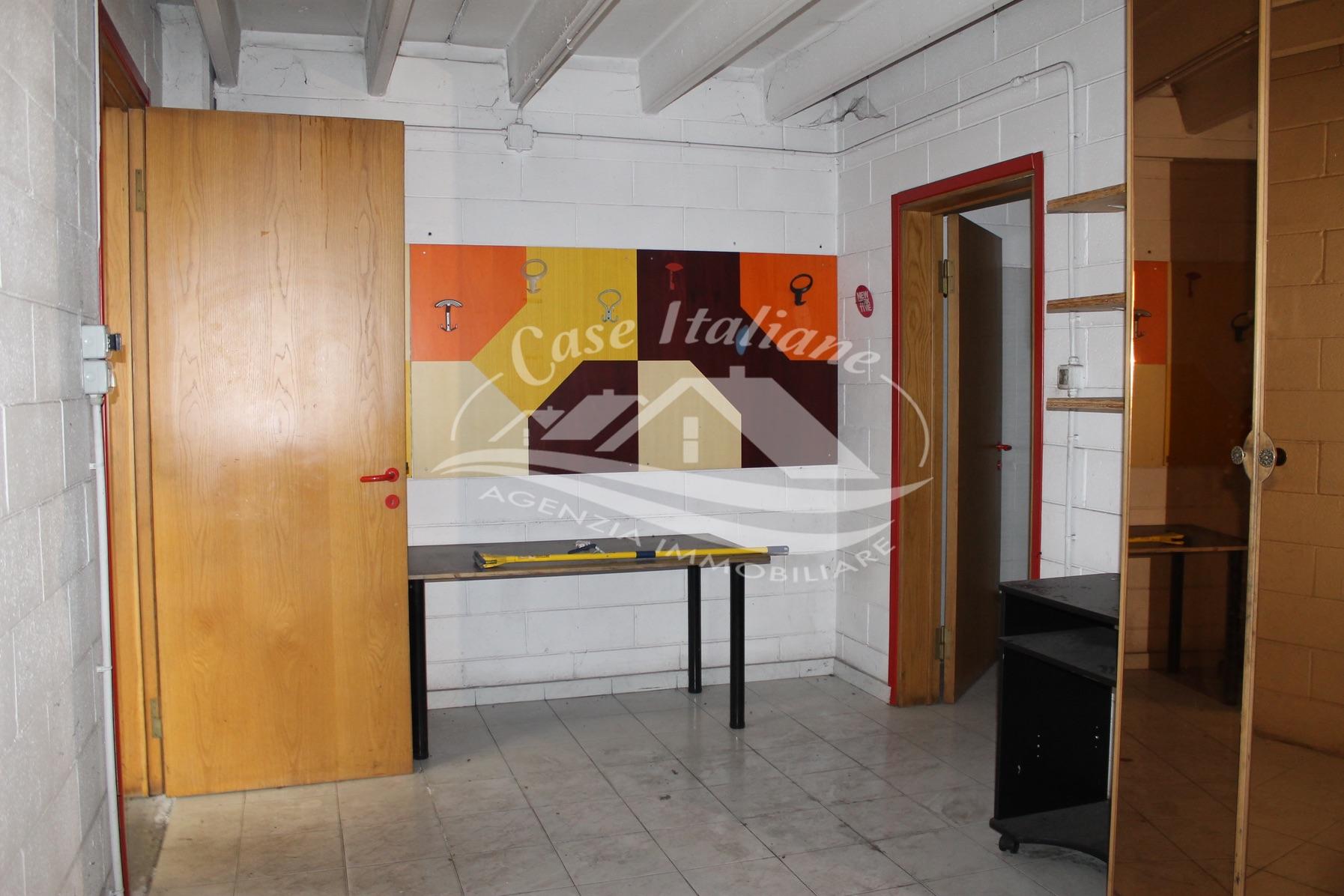 Img 8670 case italiane agenzia immobiliare cant for Negozi arredamento cantu