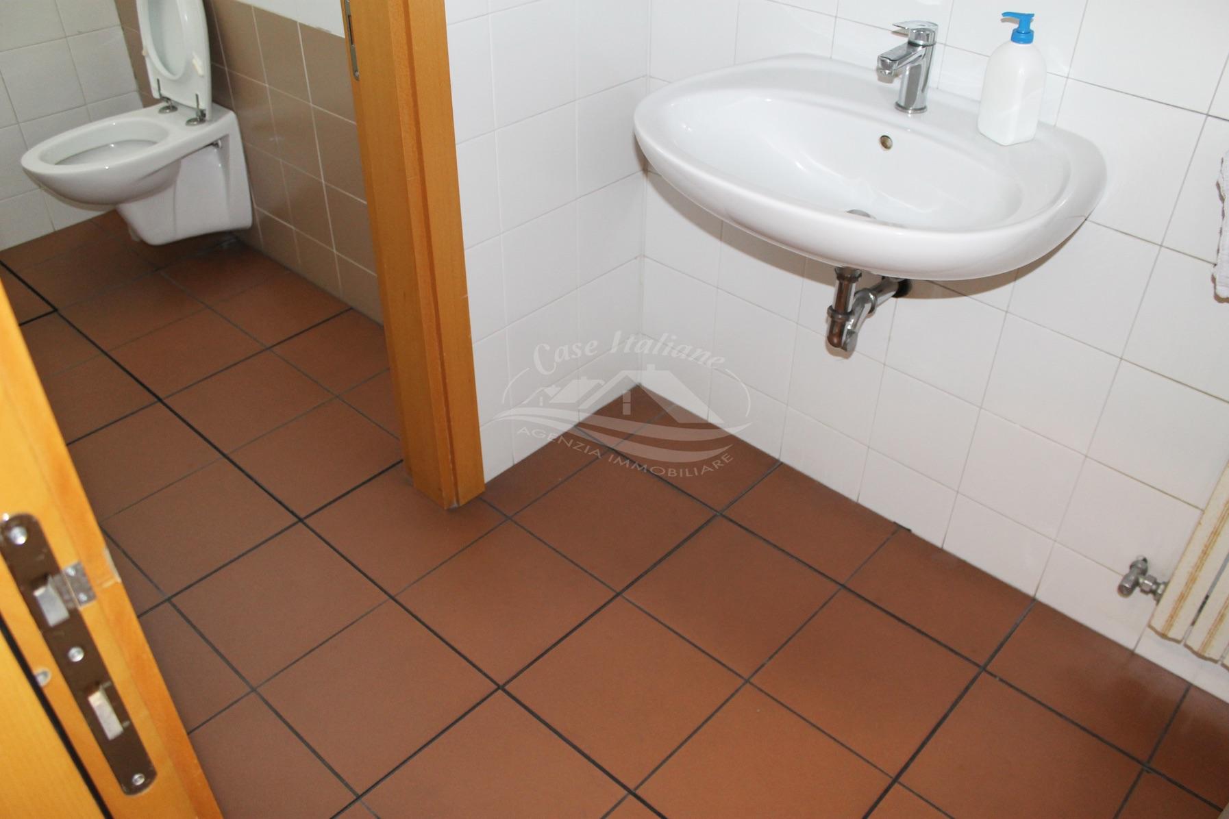 Img 8815 case italiane agenzia immobiliare cant for Case italiane immobiliare
