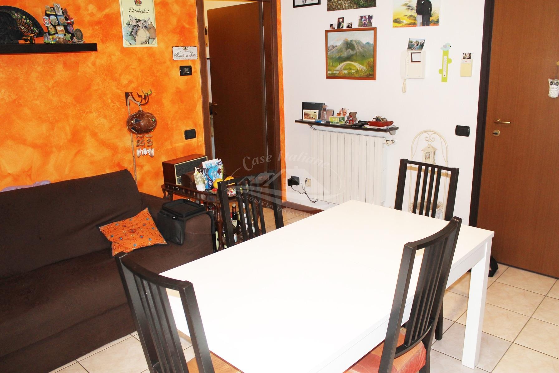 Img 8842 case italiane agenzia immobiliare cant for Negozi arredamento cantu