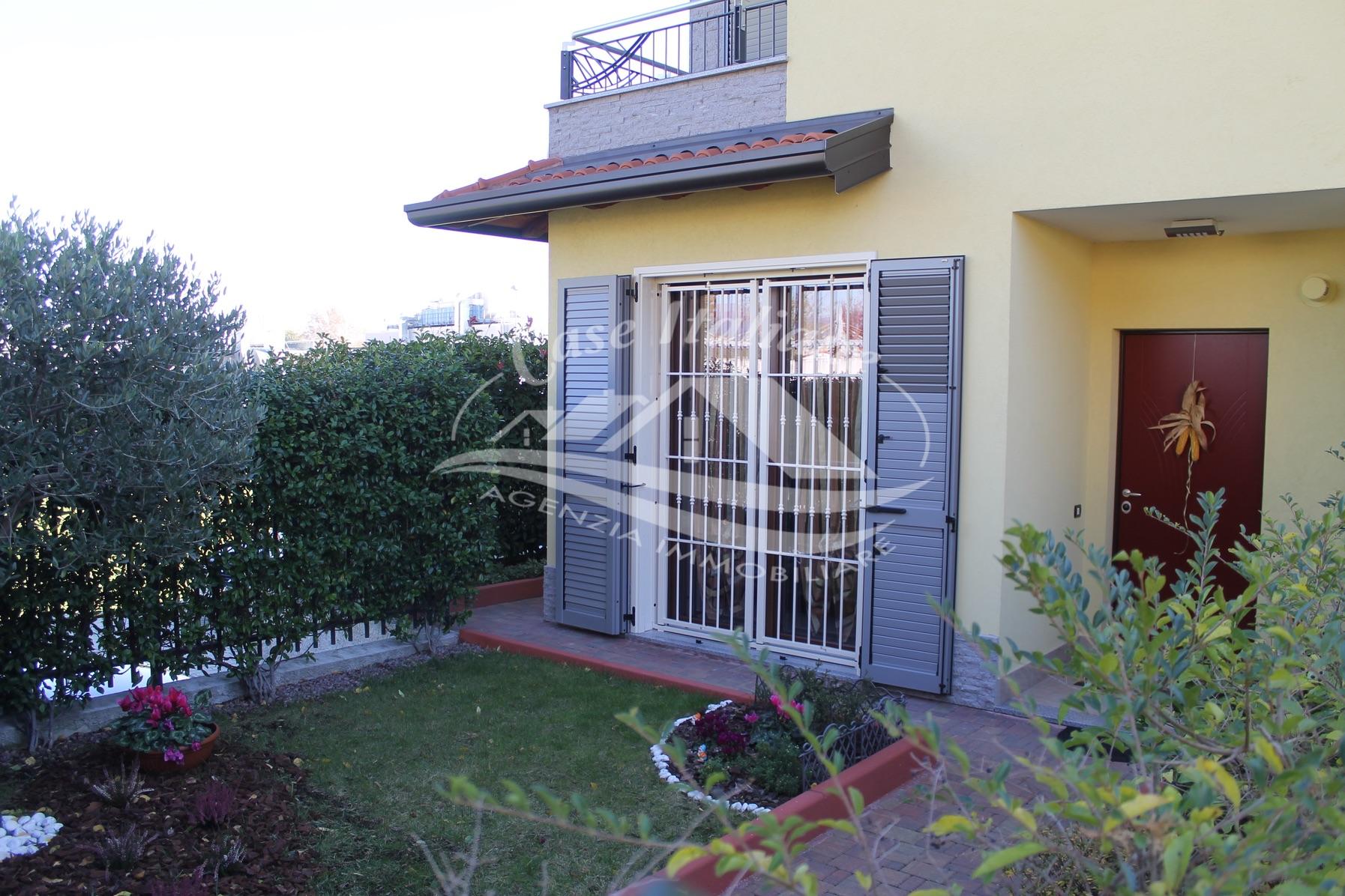 Villa a schiera di testa a novedrate case italiane for B b novedrate