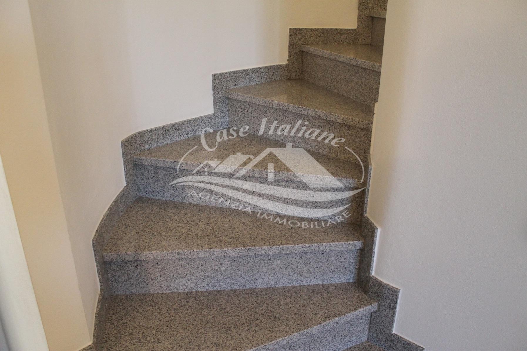 Img 9417 case italiane agenzia immobiliare cant for Case italiane immobiliare