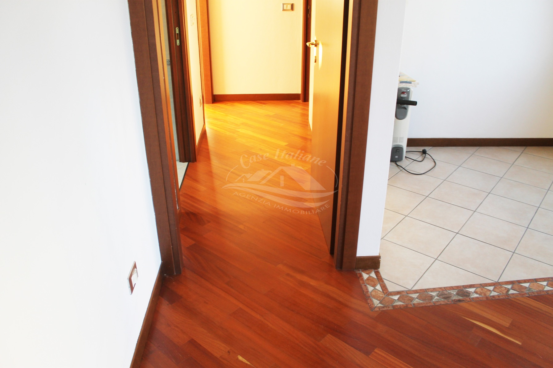 Img 9494 case italiane agenzia immobiliare cant for Case italiane immobiliare