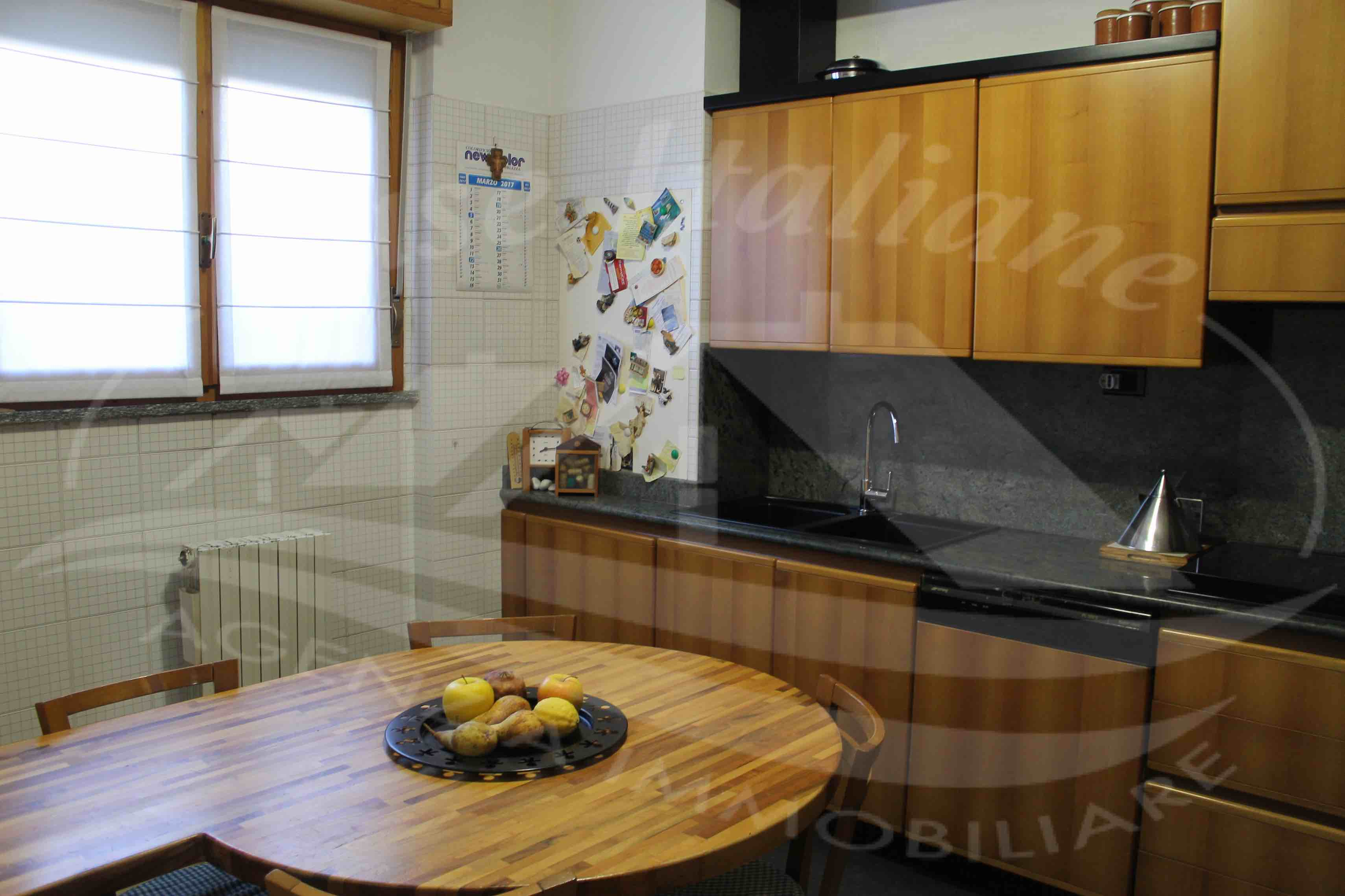 Photo 104 case italiane agenzia immobiliare cant for Negozi arredamento cantu