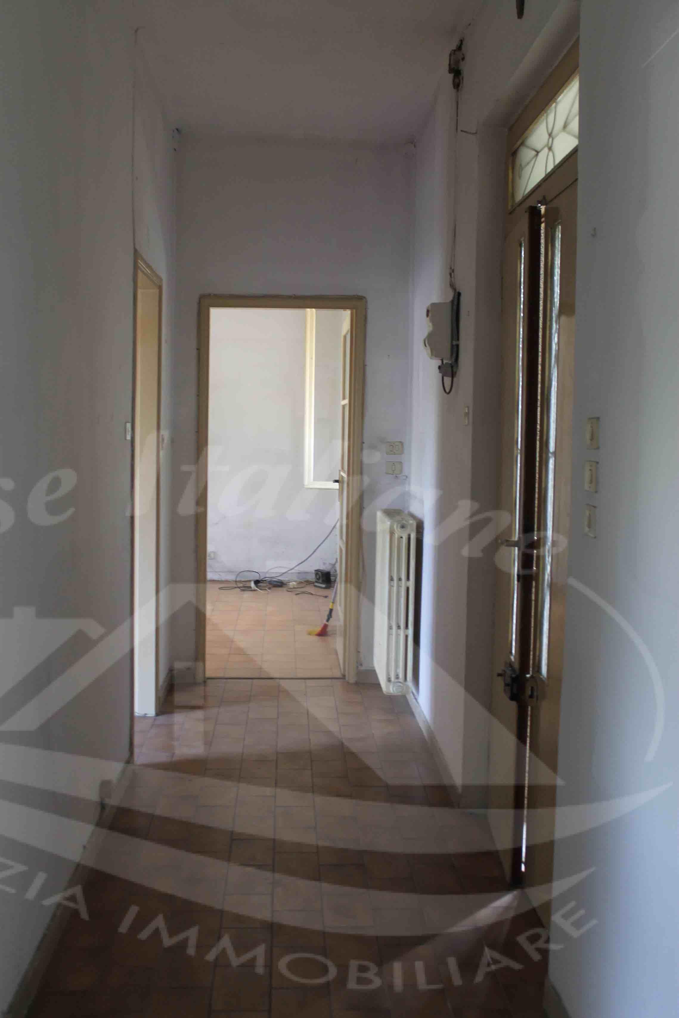 Photo 3 case italiane agenzia immobiliare cant for Case italiane immobiliare