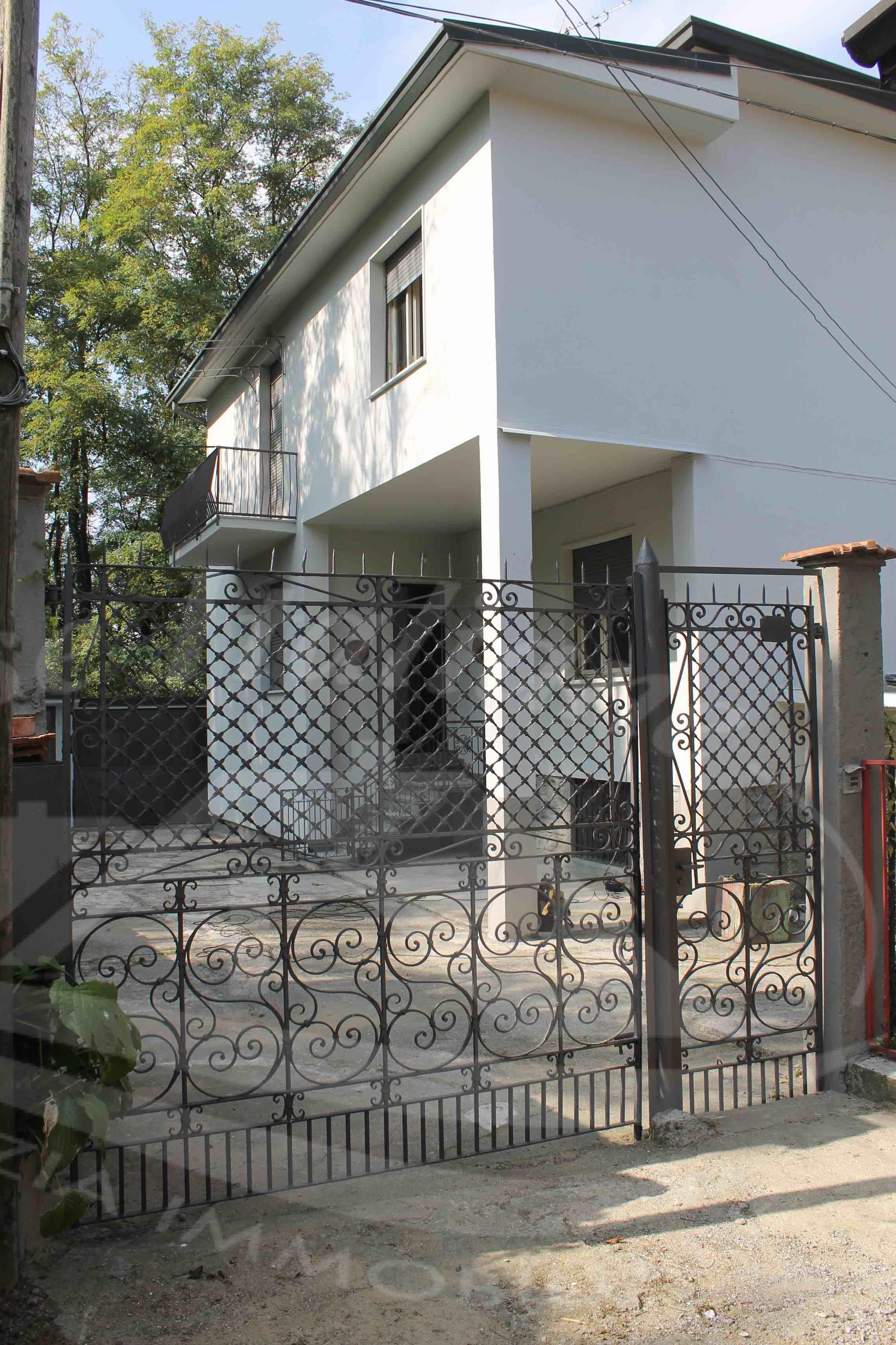 Casa indipendente a cantu 39 da ristrutturare case for Casa indipendente da ristrutturare