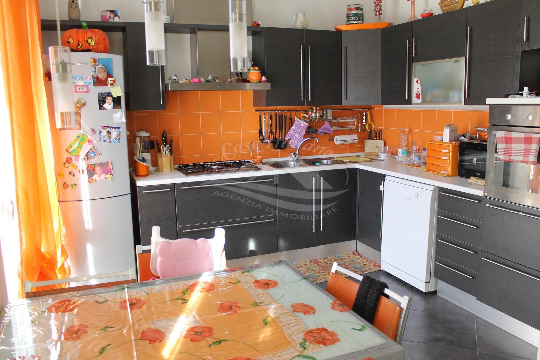 Foto immobili 155 case italiane agenzia immobiliare cant for Case italiane immobiliare