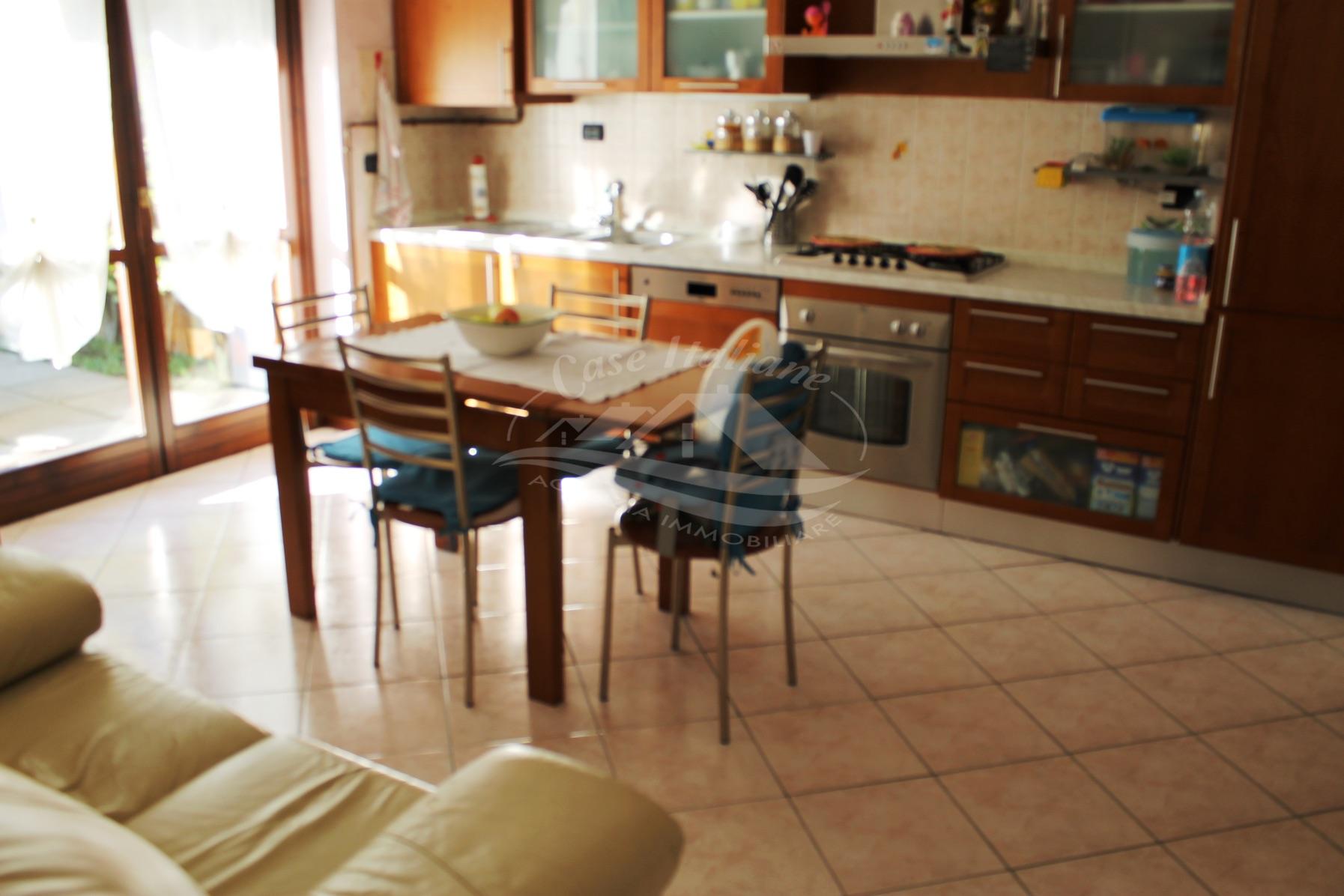 Foto immobili 2119 case italiane agenzia immobiliare cant for Case italiane immobiliare