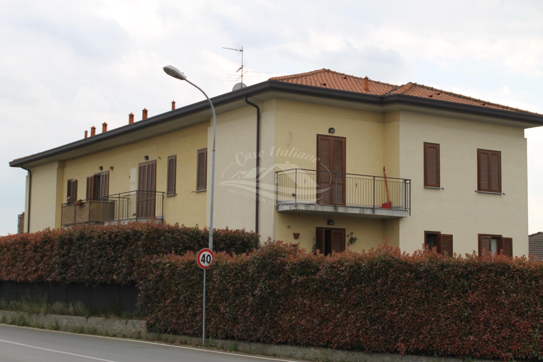 Foto immobili 3063 case italiane agenzia immobiliare cant for Case italiane immobiliare