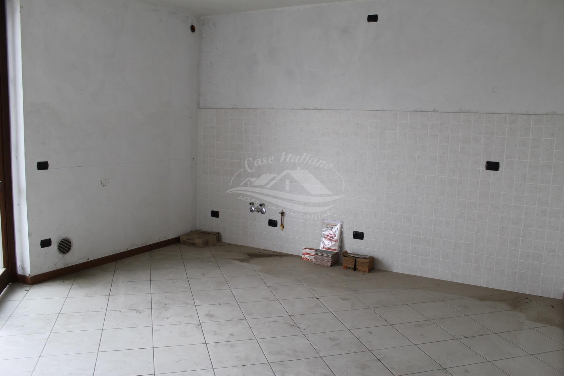 Foto immobili 3067 case italiane agenzia immobiliare cant for Case italiane immobiliare