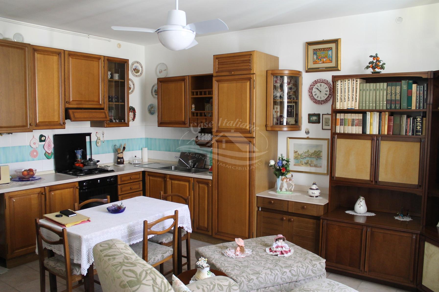 Foto immobili 4363 case italiane agenzia immobiliare cant for Case italiane immobiliare