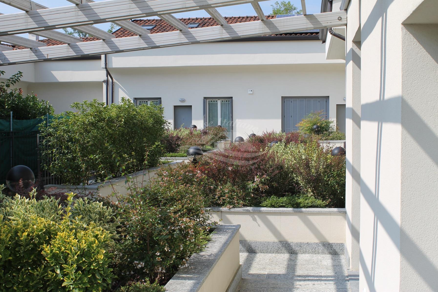 Villa a schiera con giardino a Cabiate