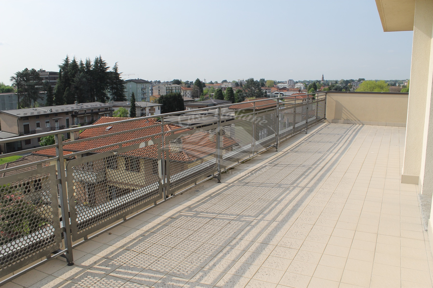 Attico con terrazzo a Mariano Comense
