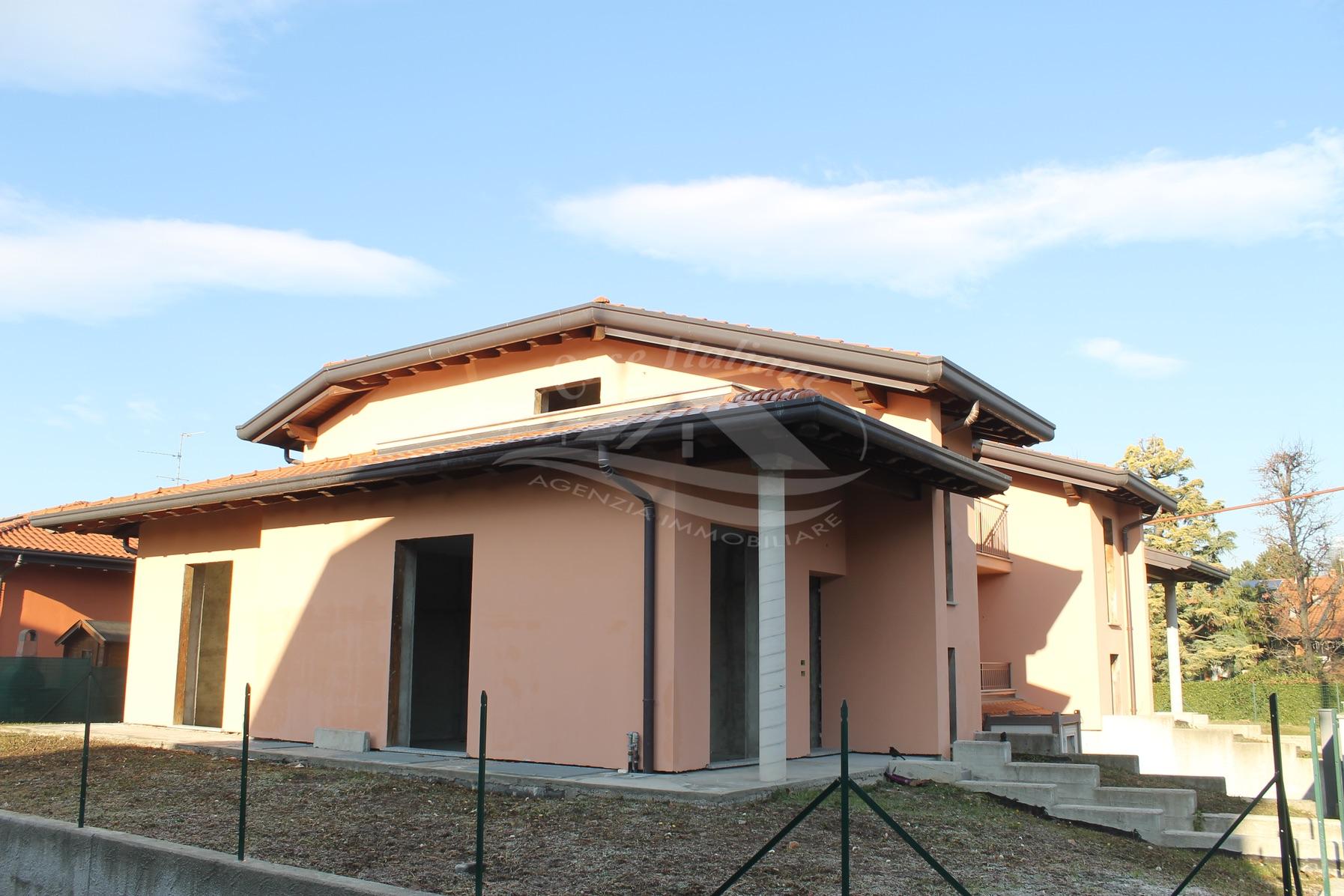Villa bifamiliare a Fino Mornasco