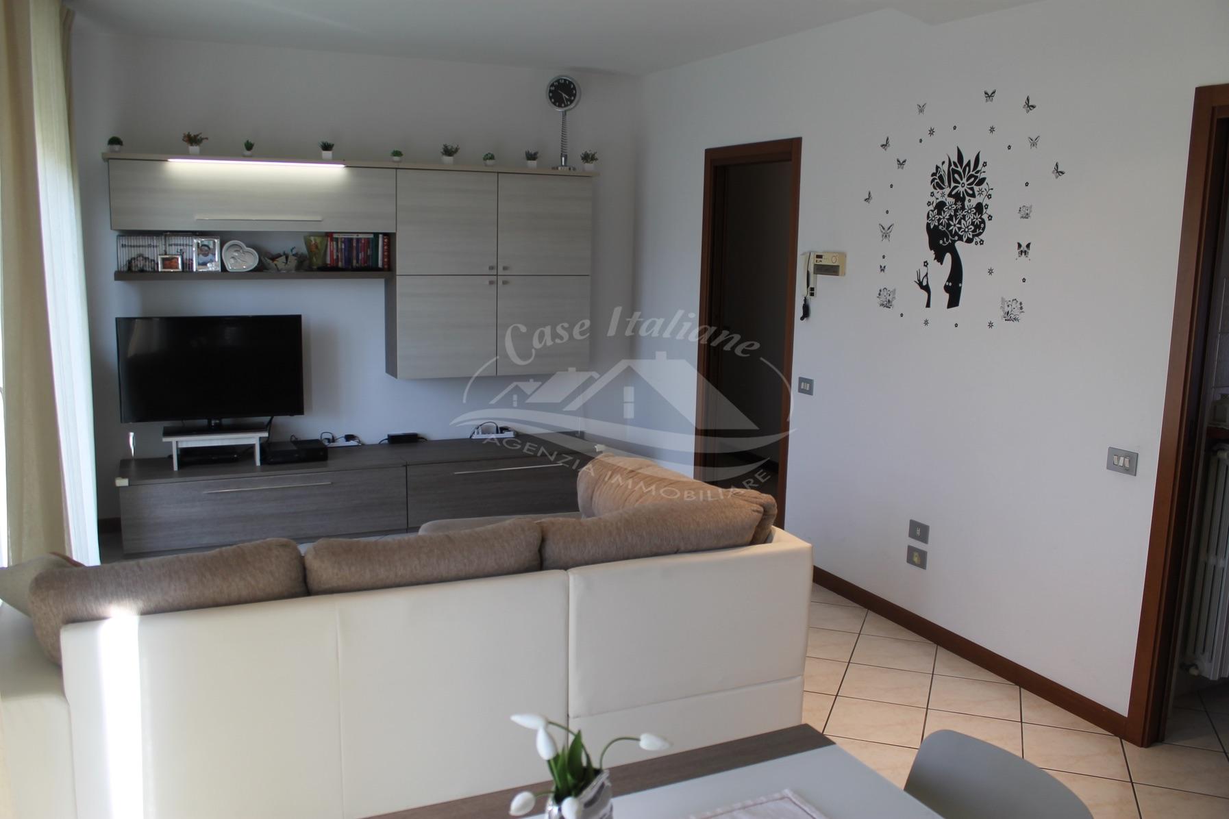 Appartamento con 3 balconi a Novedrate