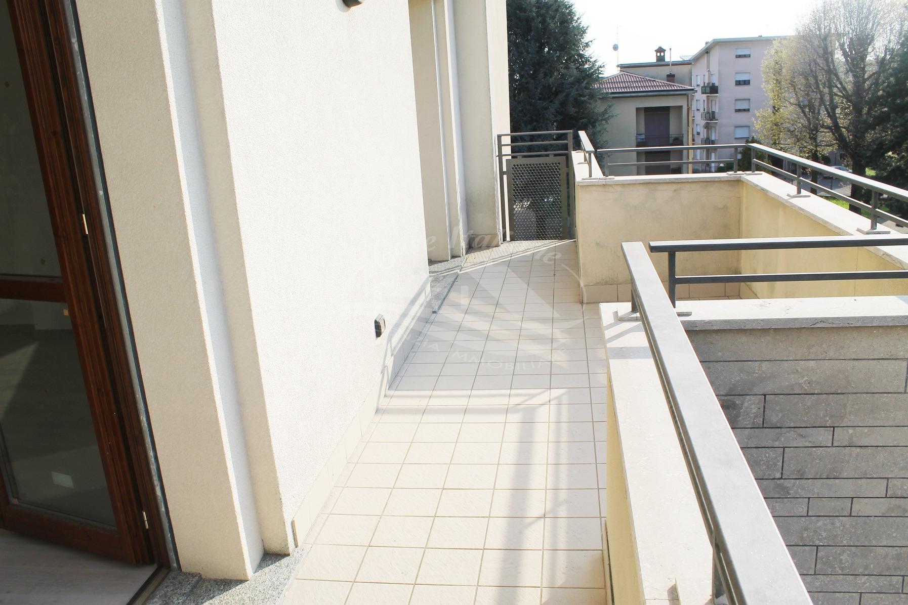 Trilocale con terrazzino a Mariano Comense