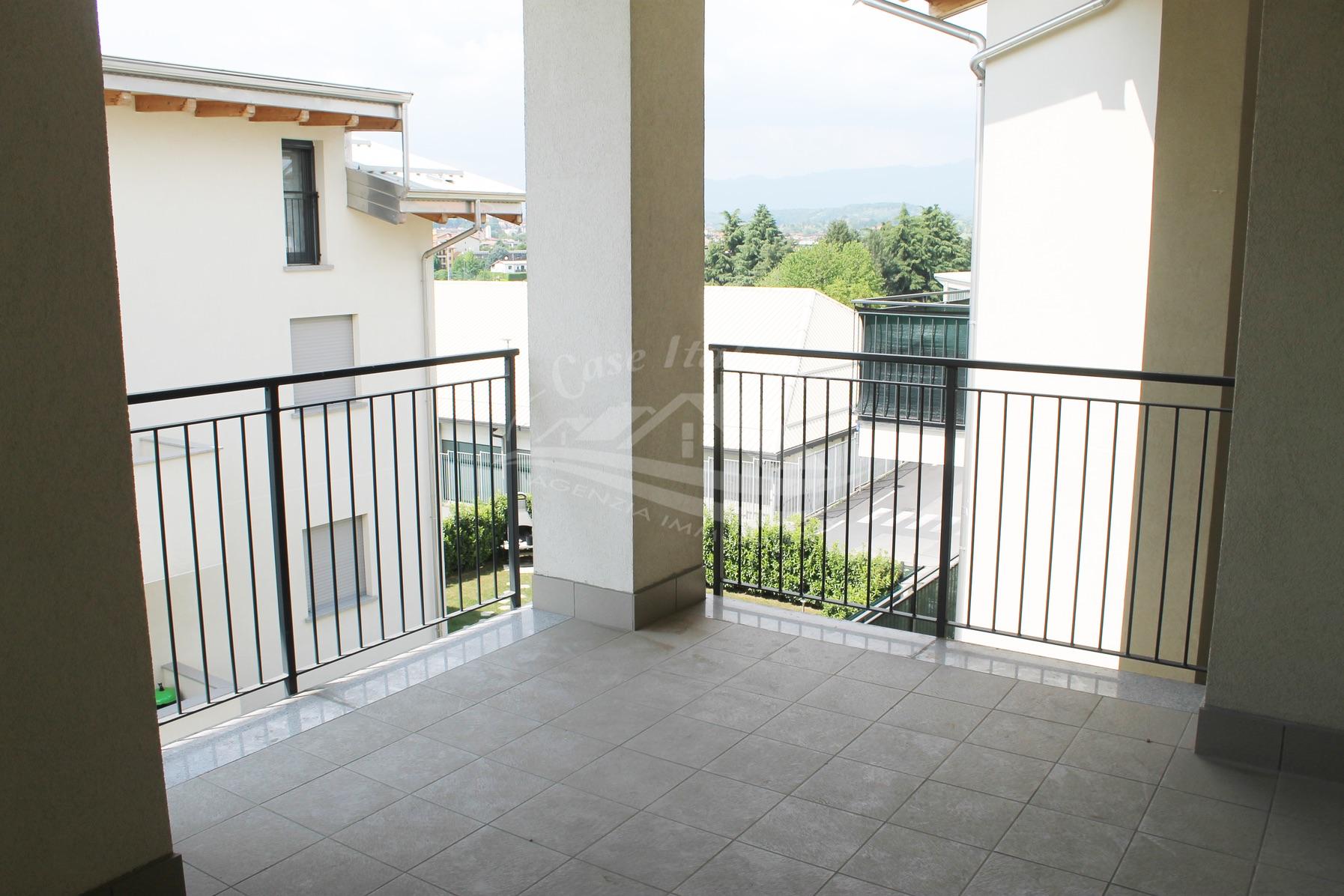 Nuovo appartamento con terrazzo a Cantu'