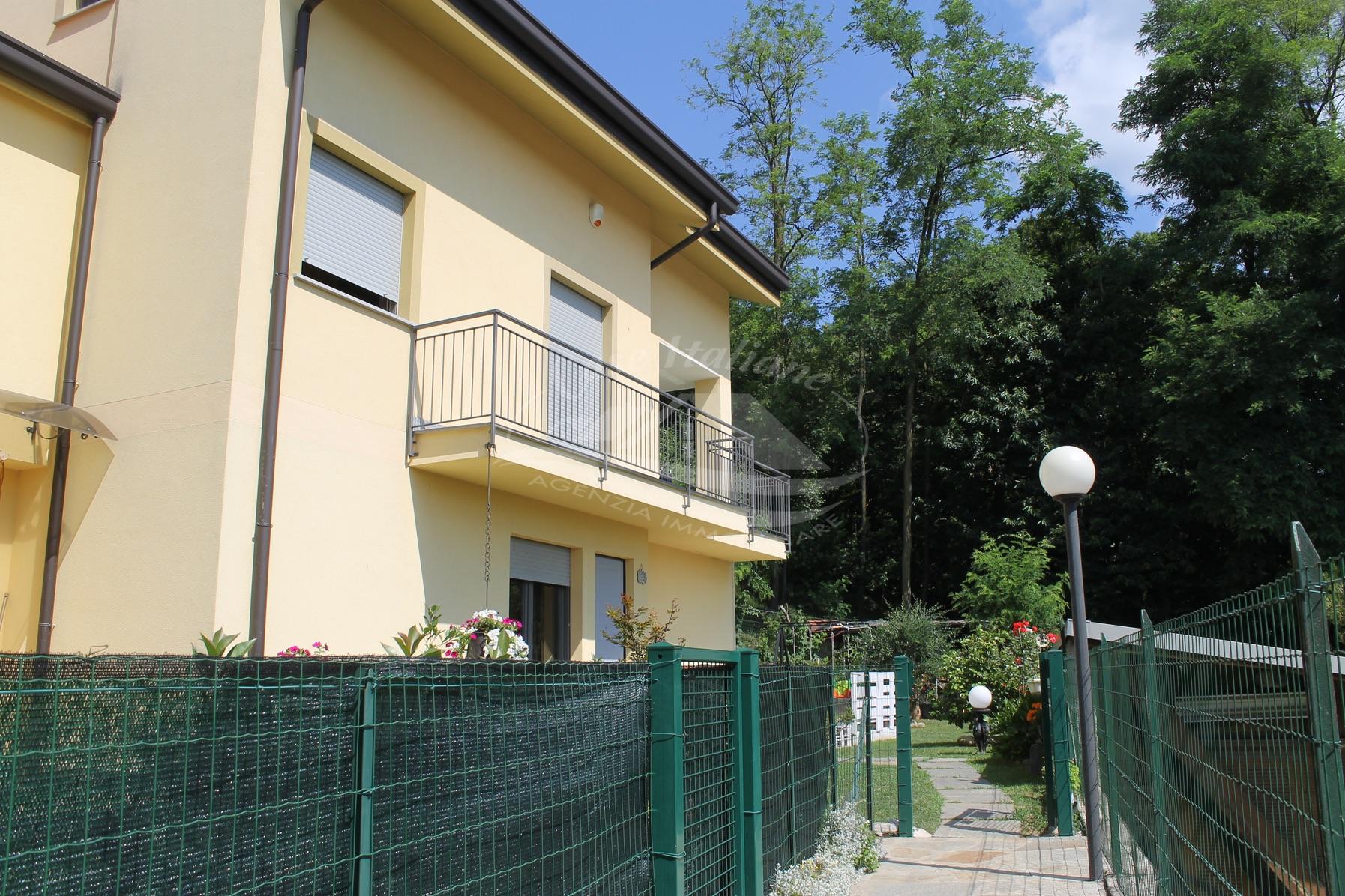 Villetta a schiera di testa con giardino privato a Cantu'