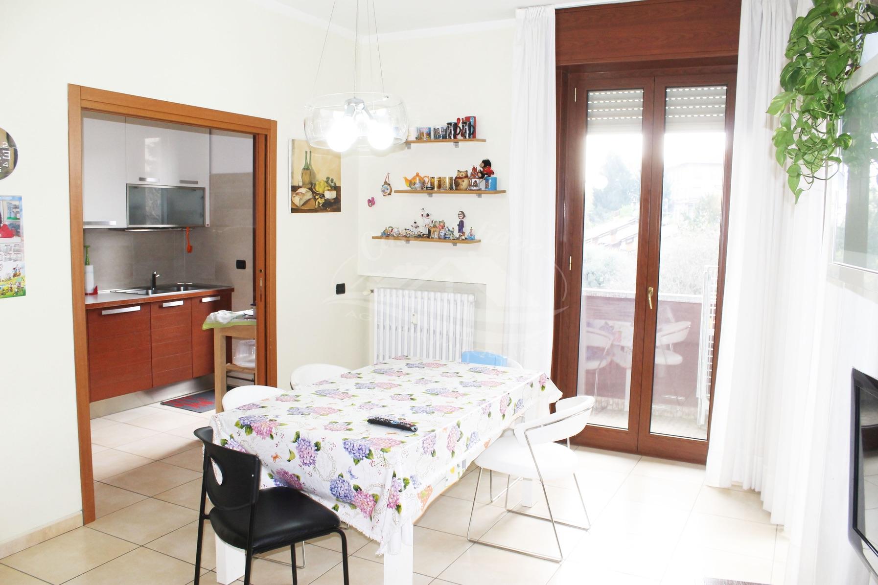 Appartamento con terrazzino in centro a Cantu'